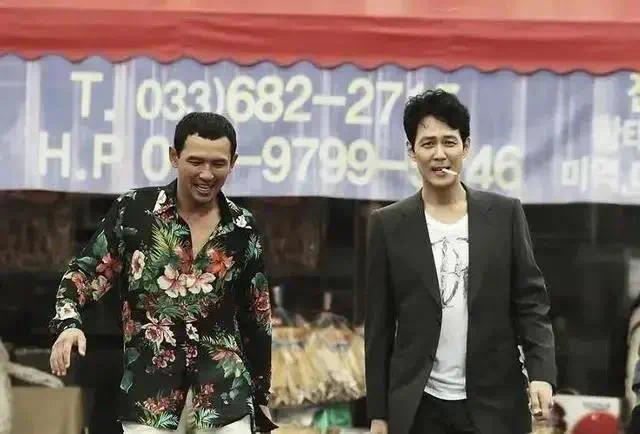 双雄绝杀、冷面对决,《从邪恶中拯救我》成为近期最火爆的韩国电影!