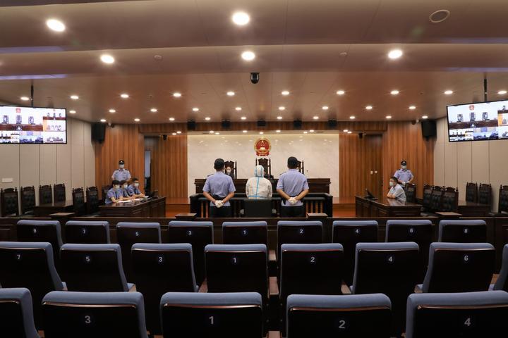 2020年8月7日,此为浙江省绍兴市中级人民法院一审公开宣判衢州市柯城原区委副书记、区长方庆建受贿一案现场。