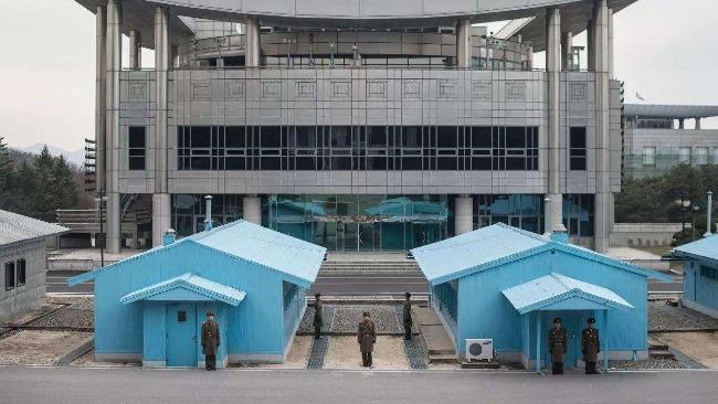 韩国统一部长官访板门店 呼吁恢复韩朝联络线