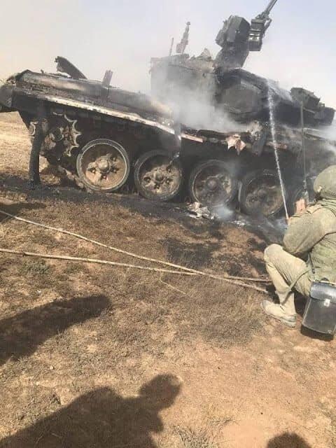 """俄軍T-90坦克疑遭友軍導彈誤擊 僅受""""皮外傷"""""""