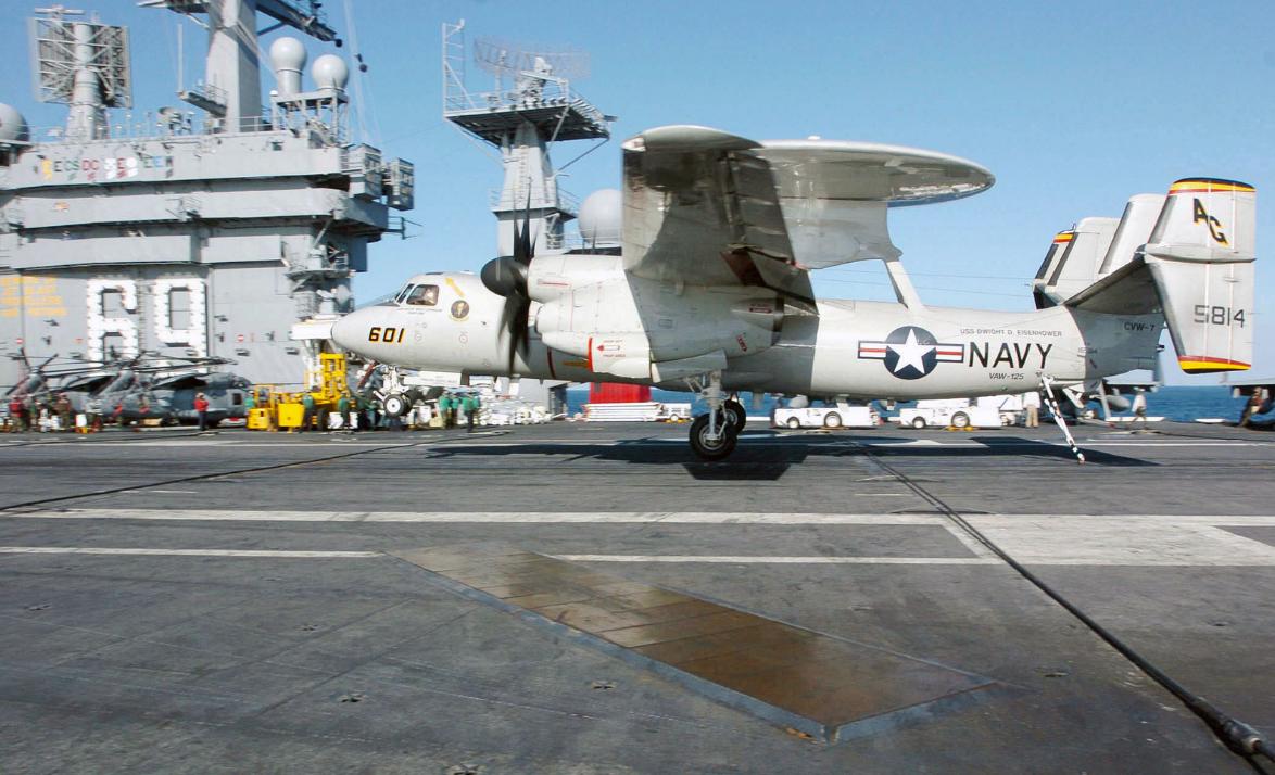 美军部署中东航母又出事 预警机着舰时撞上舰载机