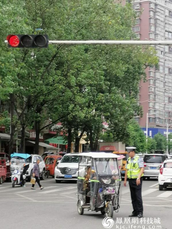 梓潼公安交警大队狠抓城区交通秩序管理持续强化全国卫生县城创建工作