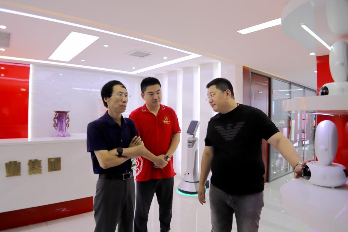 河南省人工智能学会秘书长、华北水利水电学院教授邱道尹到千年国医考察
