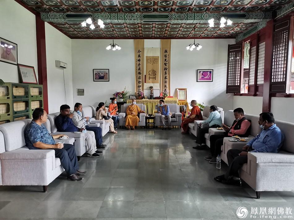座谈会现场(图片来源:凤凰网佛教 摄影:尼泊尔中华寺)