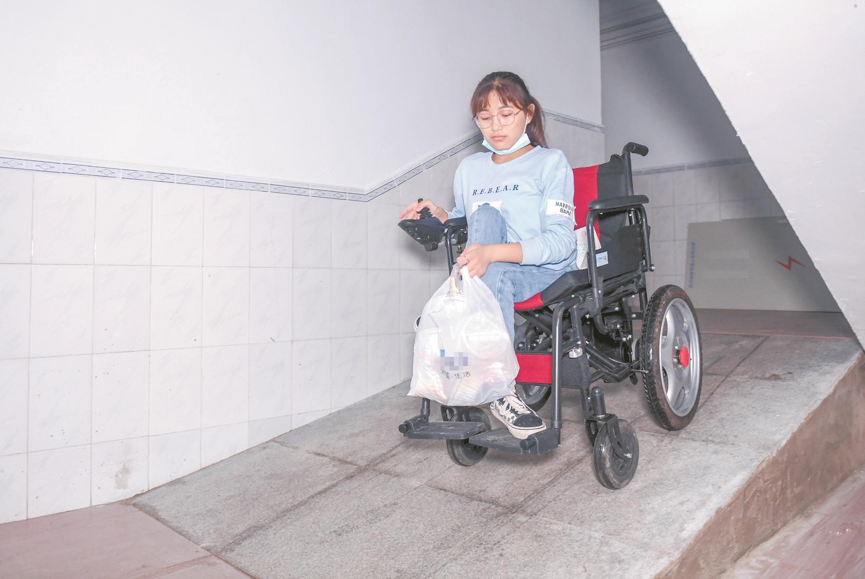 轮椅女孩贺晓雨