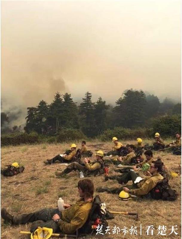美国西部山火蔓延 湖北老乡:不敢开窗汽车落了一层灰