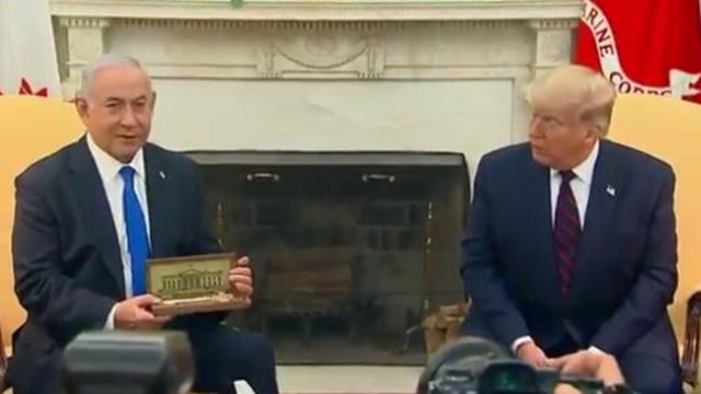 特朗普送了一把白宫钥匙给以色列总理:有特殊情感的信物