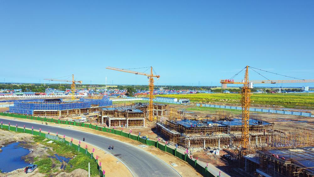 查干湖生态小镇项目建设现场。