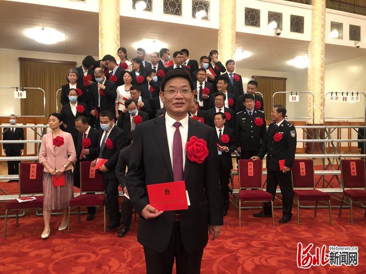 9月8日,梅建强参加全国抗击新冠肺炎疫情表彰大会。受访者供图