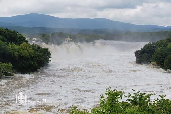 镜泊湖瀑布。