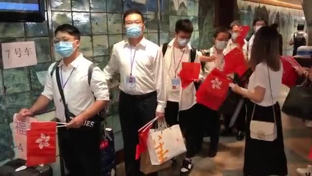 香港市民热情欢送內地支援队离港:感恩有您