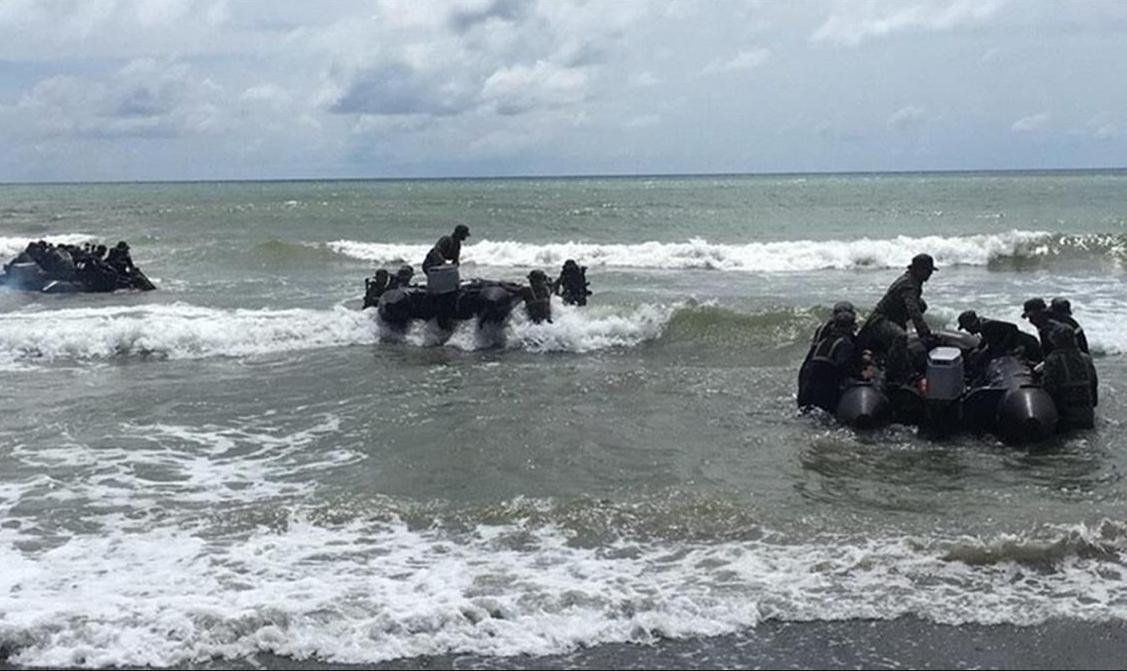 台湾士兵开展突击艇登陆训练