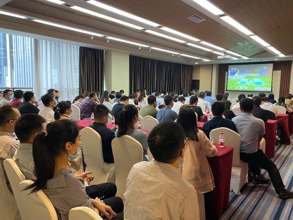 重庆交通开投集团组织组织观看2020线上智博会开幕式。受访者供图