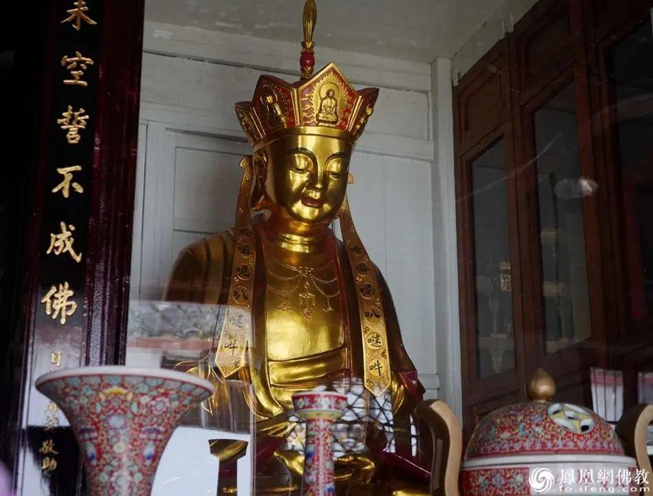 宁波天童寺地藏菩萨像(图片来源:凤凰网佛教 摄影:崇和法师)