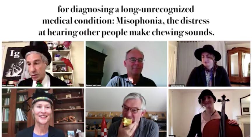 下面中间这位,你是故意在视频会议中大声吃苹果的吗