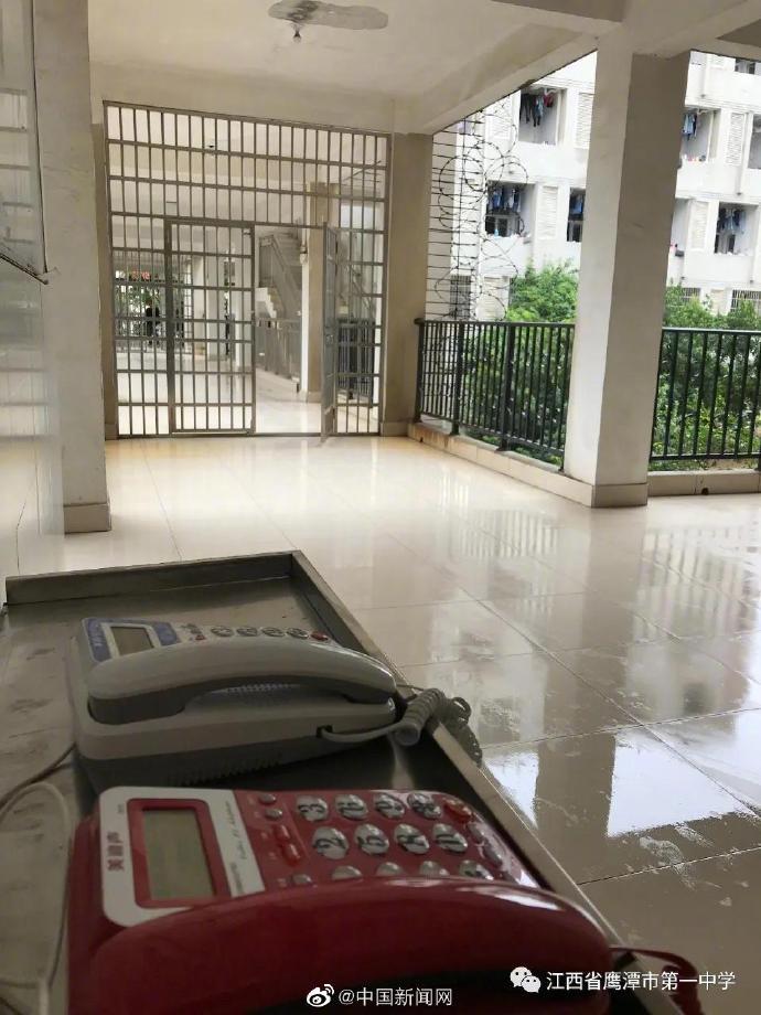 江西一中学全面禁用手机,每班配一部老年机供与家长联系
