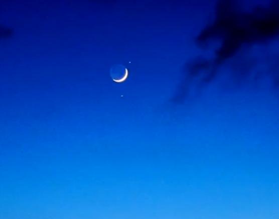 """""""雙星伴月""""今明兩天扮靚夜空:肉眼可見星月美景"""