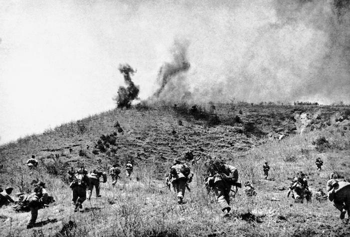 1950年10月至1951年6月,志愿军某部渡过汉江后围歼残敌