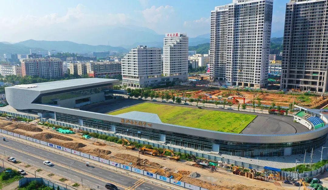 深汕合作区首个大型足球场投入使用