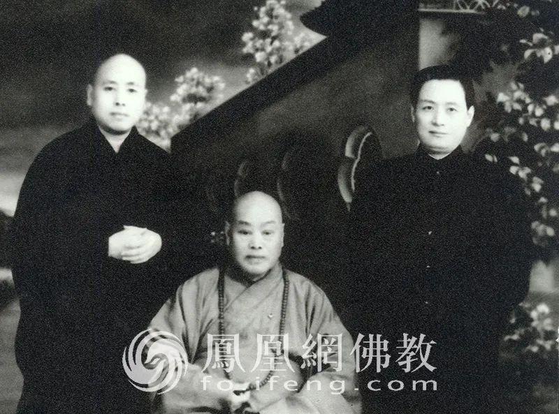 图为1952年冬,赵朴初与圆瑛大师、明旸法师合影。(图片来源:慧海佛教资源库)