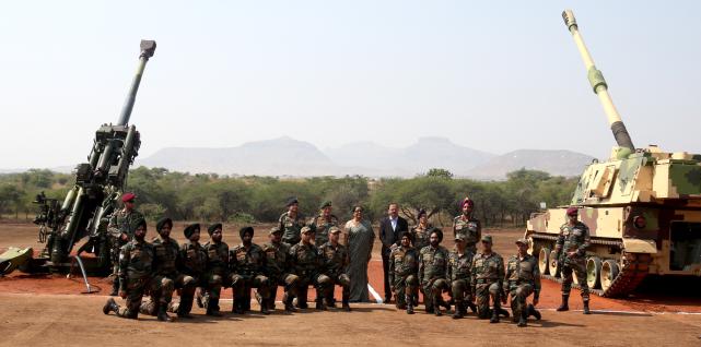 【印度从美国和韩国分别引进了M777和K-9】