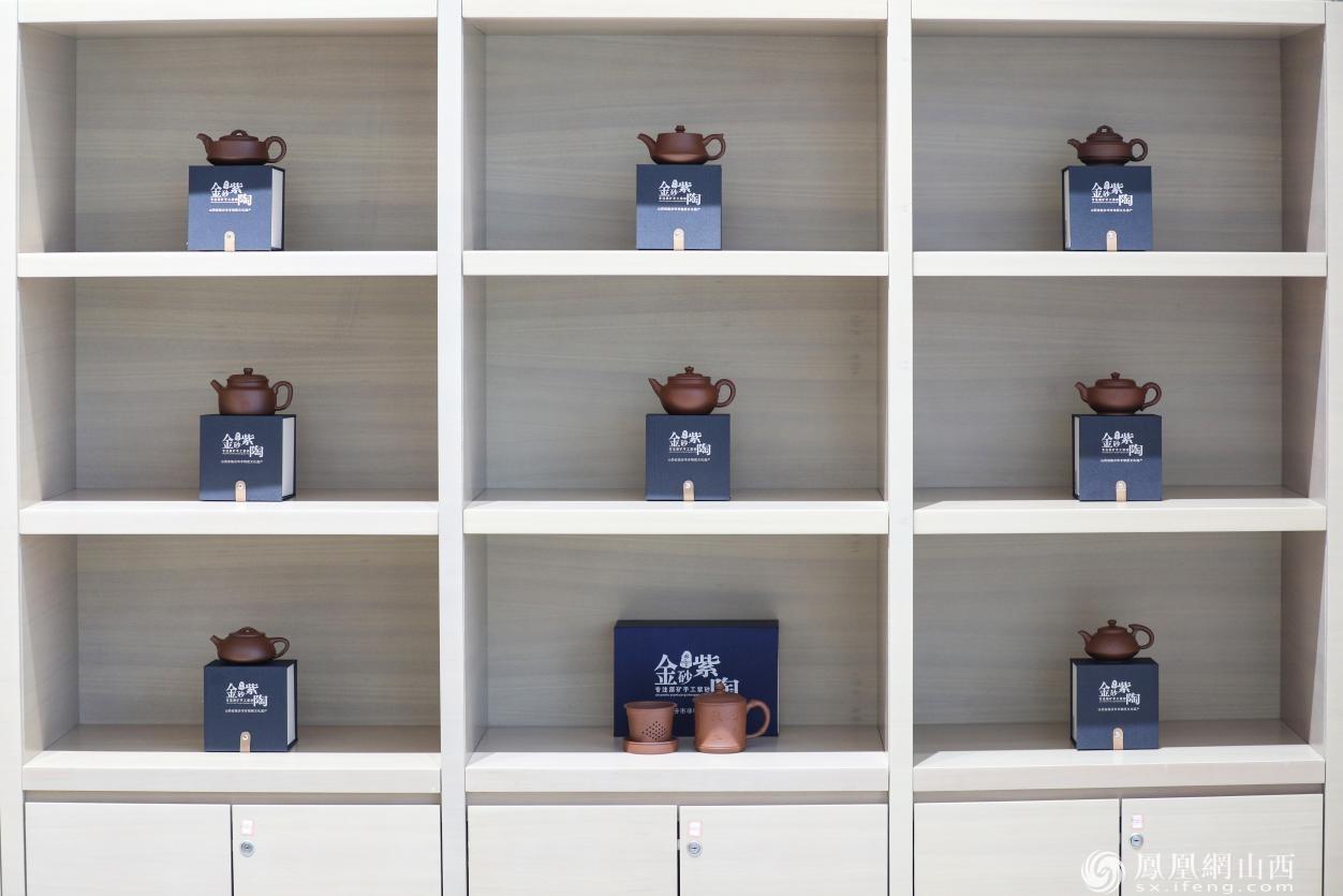 文创产品——各种样式的乡宁紫砂壶