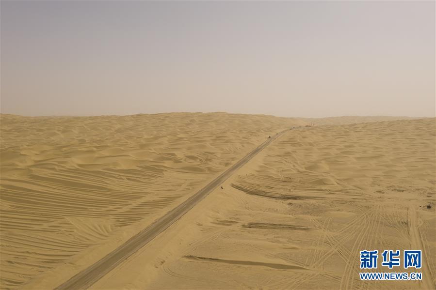 """【亚洲天堂技术】_又一条公路穿越中国""""死亡之海"""""""