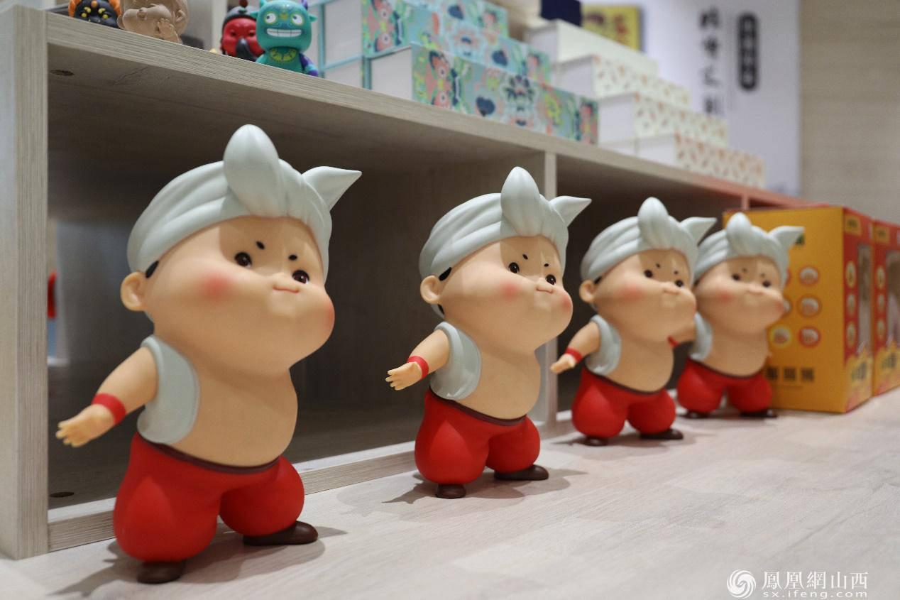 """图为山西文创产品——""""小亲疙蛋""""玩偶"""