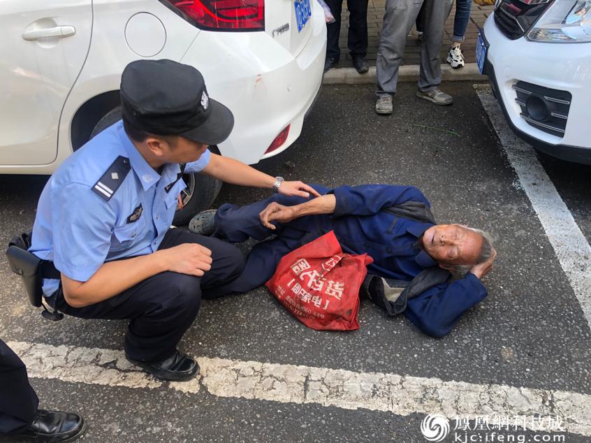 八旬老人醉酒受伤 游仙民警及时救助