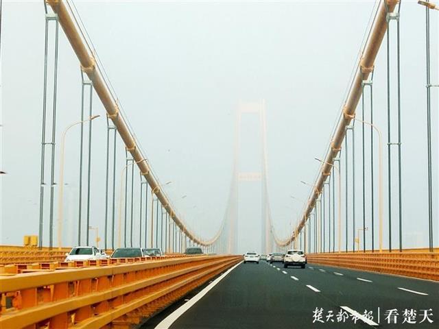 �F��江城