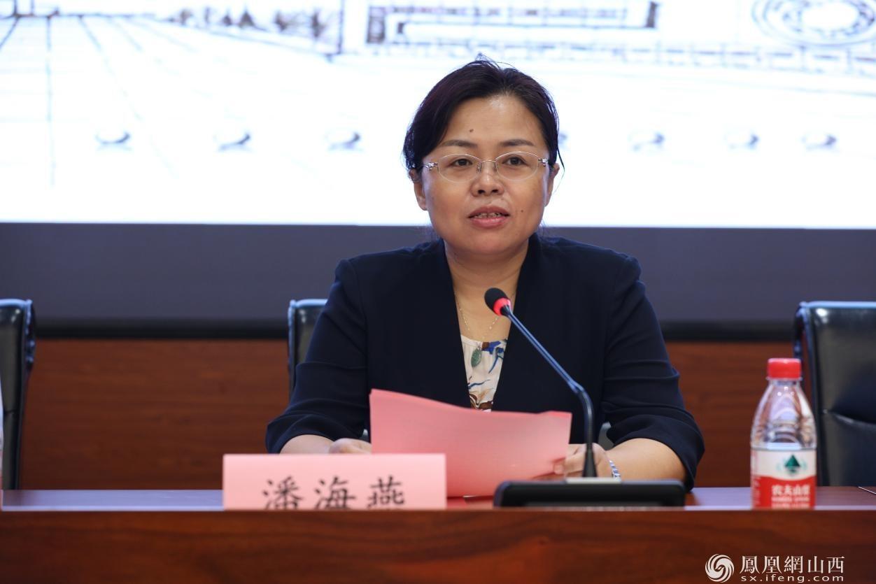 图为临汾市副市长潘海燕发表讲话
