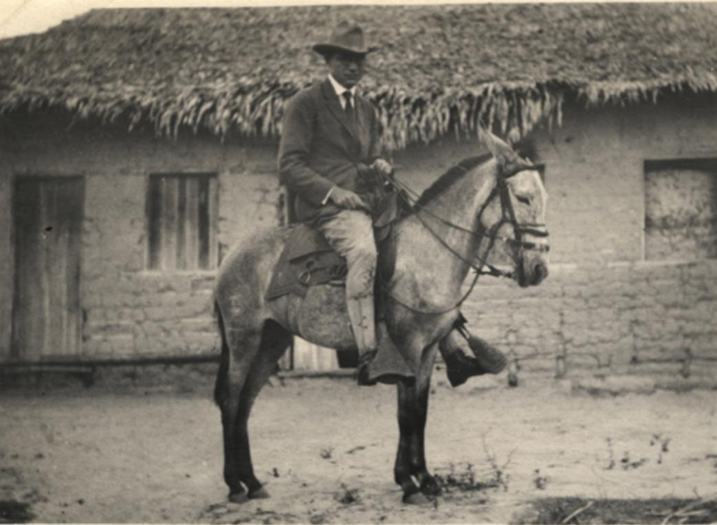 索珀在巴西偏远乡村骑马行医