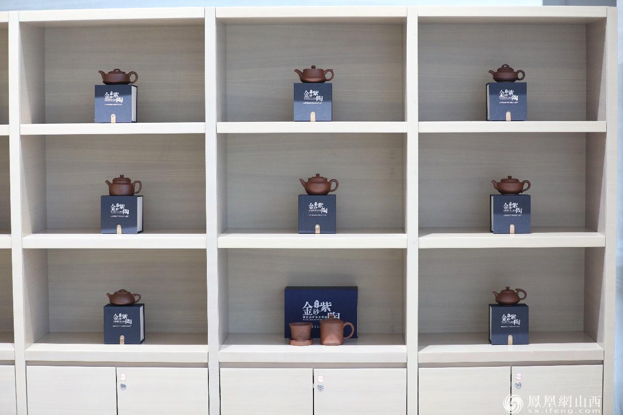 图为山西文创产品——各种样式乡宁紫砂壶