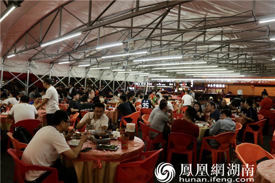 长沙县夜间休闲娱乐消费繁荣。