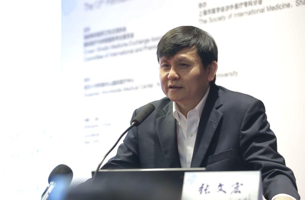 """张文宏:新冠病毒已变成""""常驻病毒"""""""