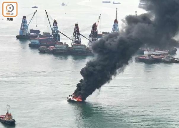 【网站优化千牛帮】_香港一游艇突发大火沉没 现场浓烟滚滚
