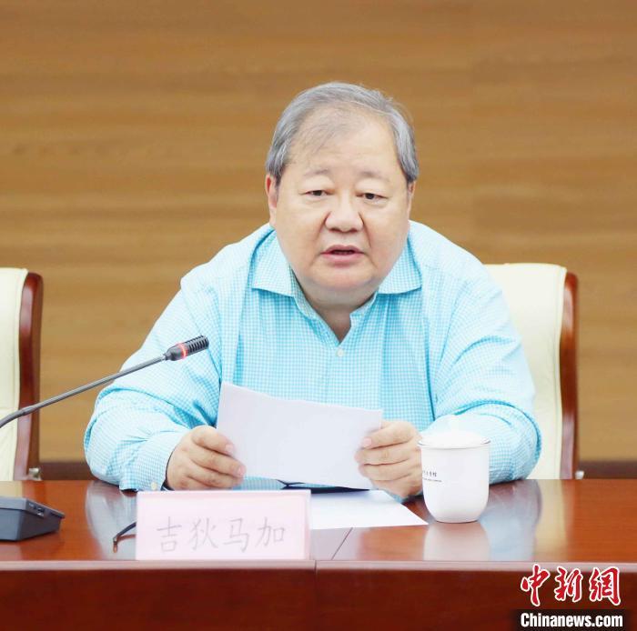 中国作家协会副主席、党组成员、书记处书记吉狄马加。 史家昌 摄