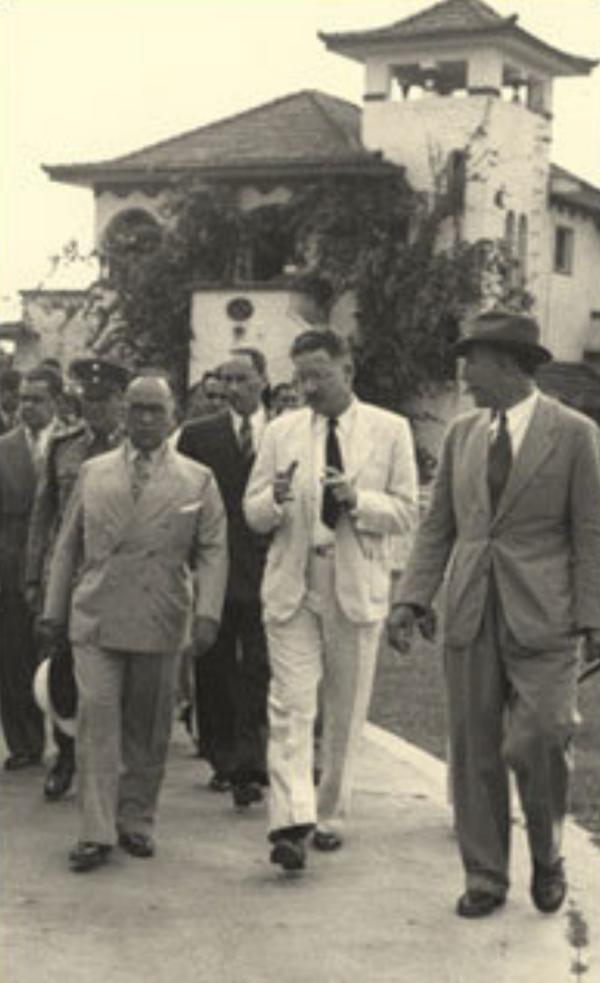 1940年,索珀(中间)和时任巴西总统热图利奥·瓦加斯(左)