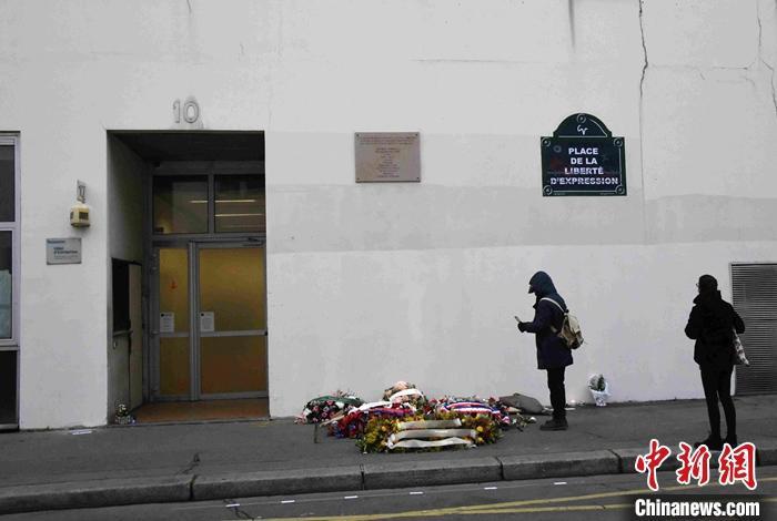 【免费夫妻大片在线看外链怎么发】_法国巴黎《查理周刊》原址附近发生持刀袭击事件