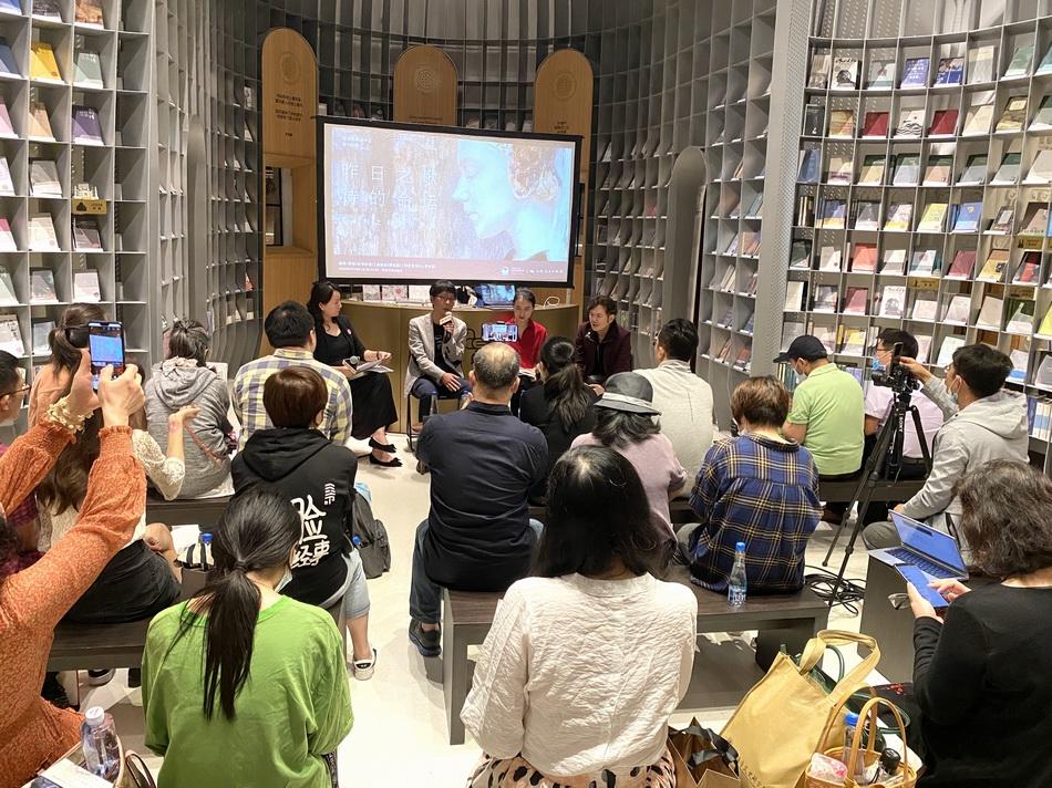 9月18日晚,李炜携新书与评论家张定浩、来颖燕做客思南书局·诗歌店。
