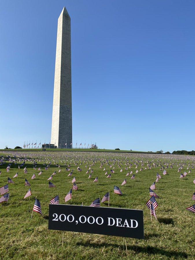 【健康网站排名】_全部朝向白宫!美国插2万国旗 纪念20万新冠死者