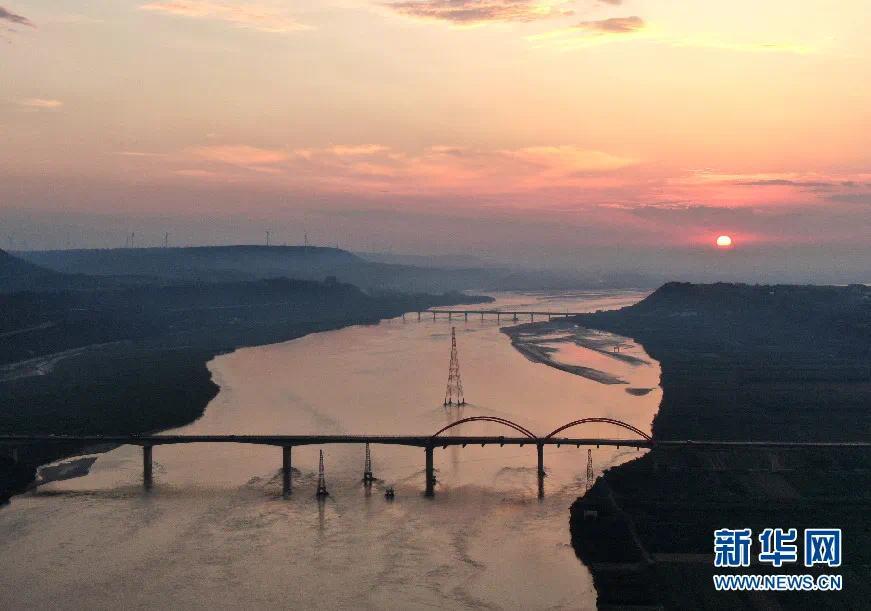 ▲这是9月7日在豫陕交界附近拍摄的黄河景色(无人机照片)。新华社记者 郝源 摄