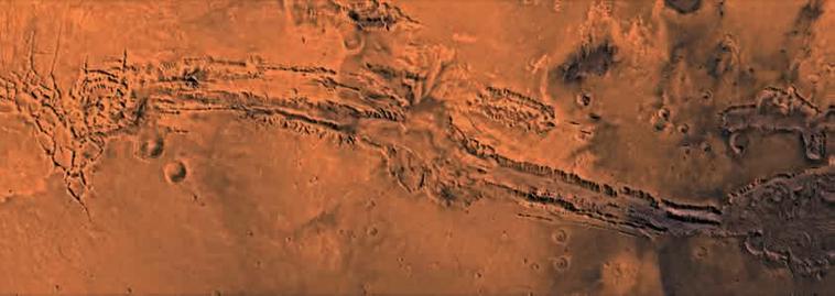 """""""水手谷""""(Valles Marineris)太阳系最大、最长的峡谷,位于赤道附近,长3760公里(图片来源:NASA)"""