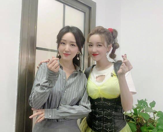 杨钰莹金莎两代玉女合体,网友直呼太年轻!