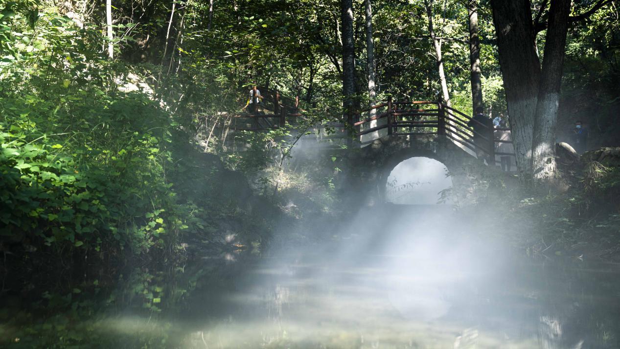 图为云丘山景区神仙峪
