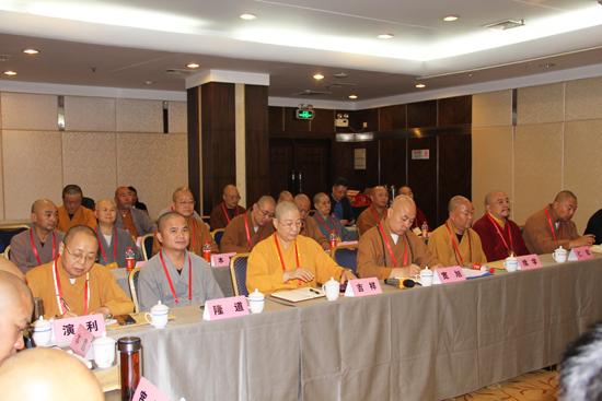 新一届领导班子成员分别表态发言(图片来源:陕西省佛教协会)