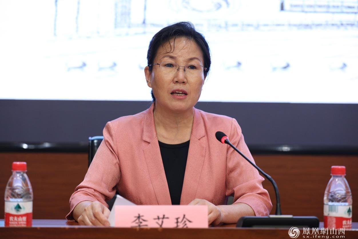 图为临汾市文化和旅游局局长李艾珍发表讲话