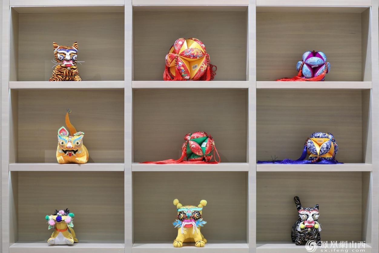 文创产品——五彩小老虎及刺绣挂饰