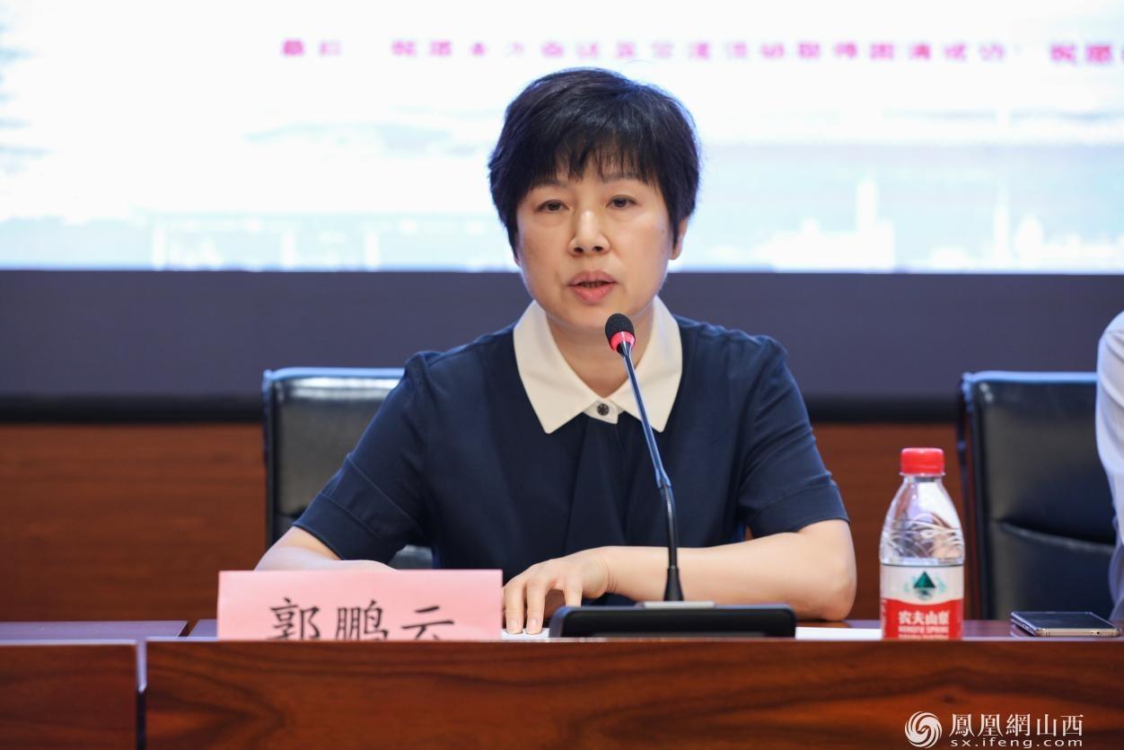 图为郭鹏云代为传达国家文物局博物馆与社会文物司对文创专委会的致辞
