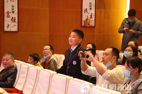 现场观众与杨雨问答互动。